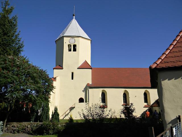 Świątynia pochodzi z XIV wieku i jest przykładem dawnej architektury sakralnej.