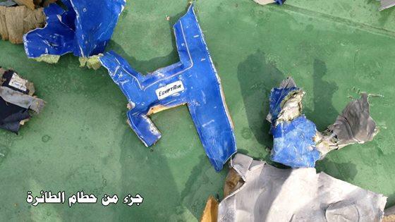 شاهد الصور الأولي لحطام الطائرة المصرية المنكوبة والتي تم العثور عليها من قبل القوات المسلحة المصرية اليوم
