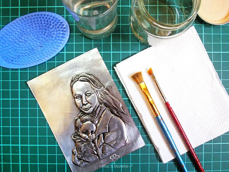 como debo limpiar los pinceles despues de pintar sobre repujado en aluminio