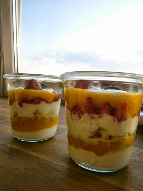 Frucht-Dessert im Weckglas