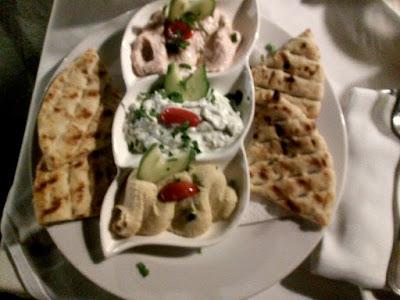 pita con tzatziki ed hummus