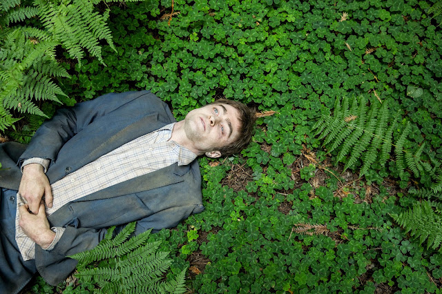 der cineast Filmblog Swiss Army Man Daniel Radcliffe als Leiche im Wald