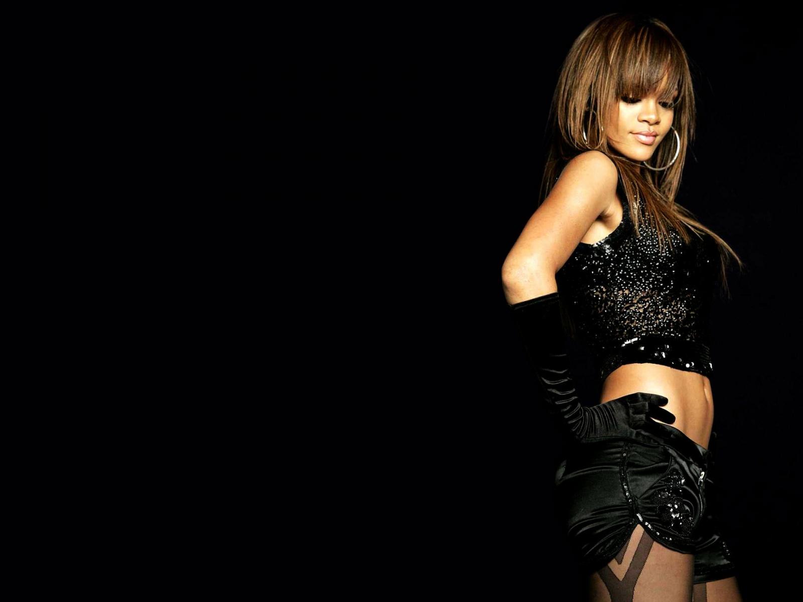 Best Wallpaper Collection: Rihanna Hot Wallpapers