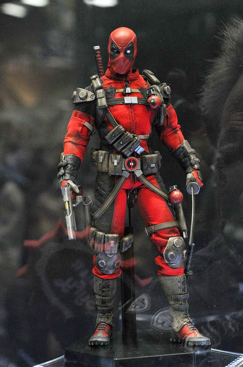 deadpool test footage 1 6 figure by sideshow collectibles. Black Bedroom Furniture Sets. Home Design Ideas