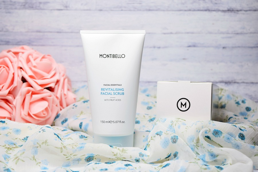 FACIAL ESSENTIALS REVITALISING FACIAL SCRUB / PEELING DO TWARZY  OD MONTIBELLO