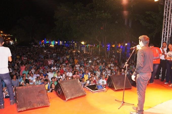 PREFEITURA - Padre Juarez de Castro faz show em Caxias e leva mensagem de paz e esperança