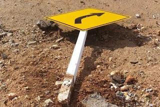 Polícia investiga vândalos que destruíram 30 placas em rodovias da PB