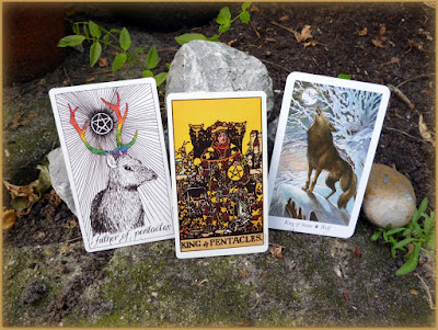 King of Pentacles Original Rider Waite Tarot Wildwood tarot Wild unknown Tarot