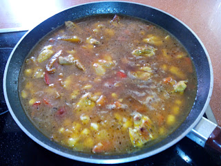 Cocinar una paella típica española