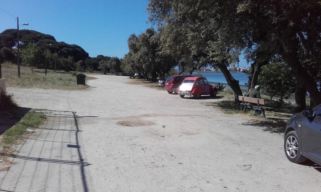 parque de Estacionamento ao lado da praia