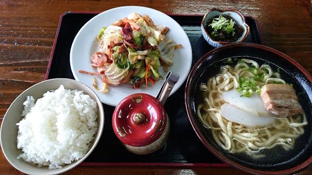 そば定食(イカちゃんぷるー)の写真