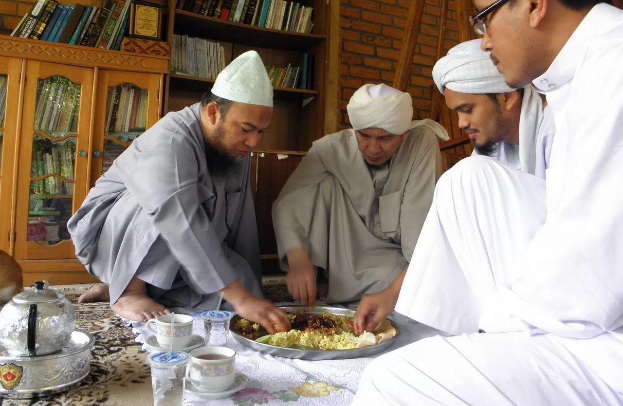 Cara Makan Nabi Muhammad SAW yang Harus Dicontoh (gulalives.co)