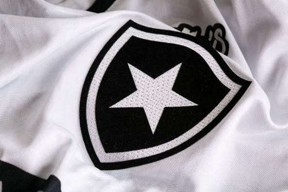ea16221fa8 Botafogo lança uniforme para a temporada 2018 produzido pela Topper