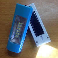 Đèn pin năng lượng mặt trời - siêu sáng- 2in1