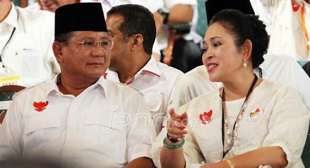 Tunjukkan Kemesraan, Prabowo-Titiek Cium Pipi Kiri dan Kanan