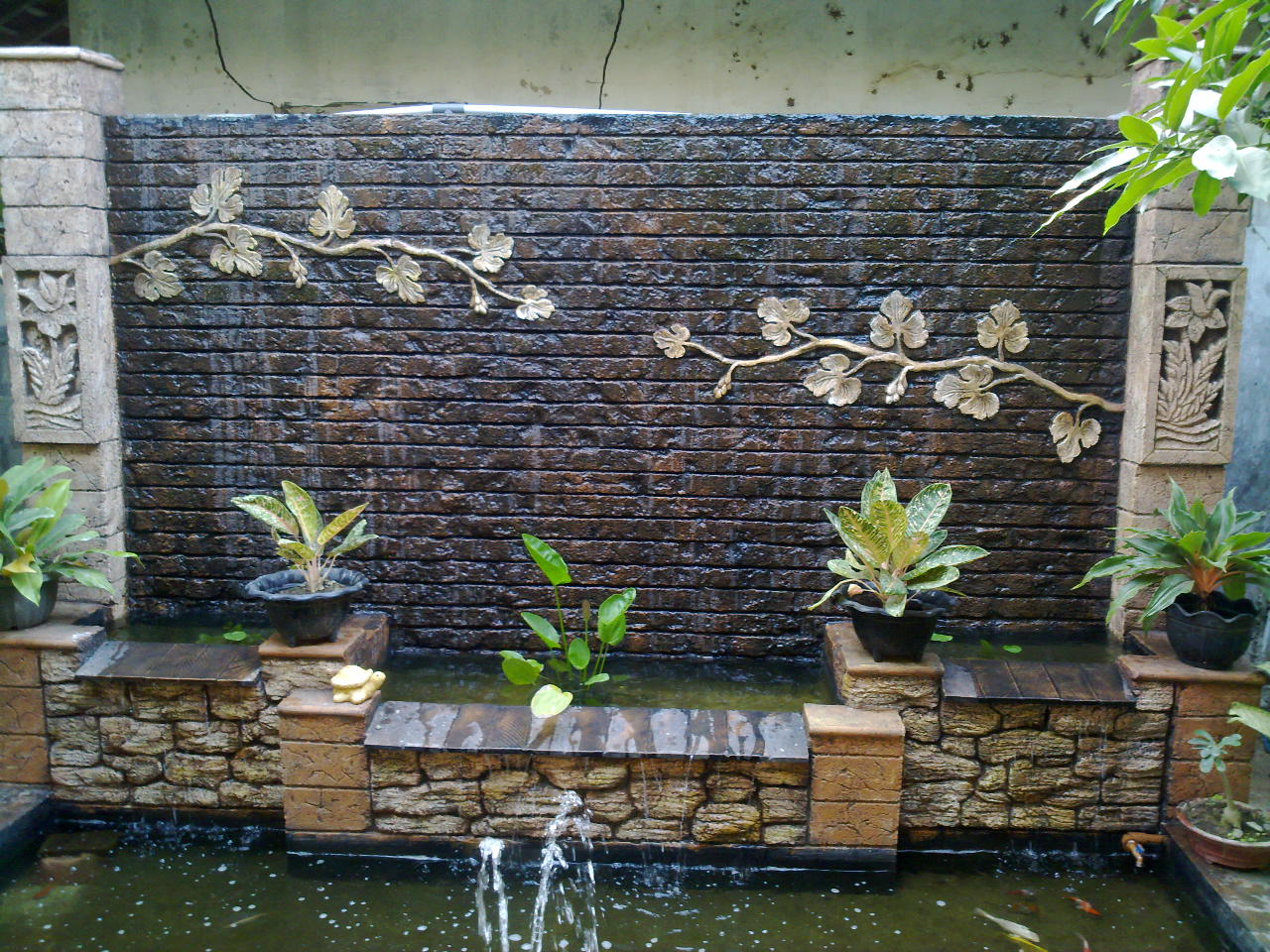 Homemade Water Fountain For Unique Small Garden View ... on Home Garden Fountain Design id=49276