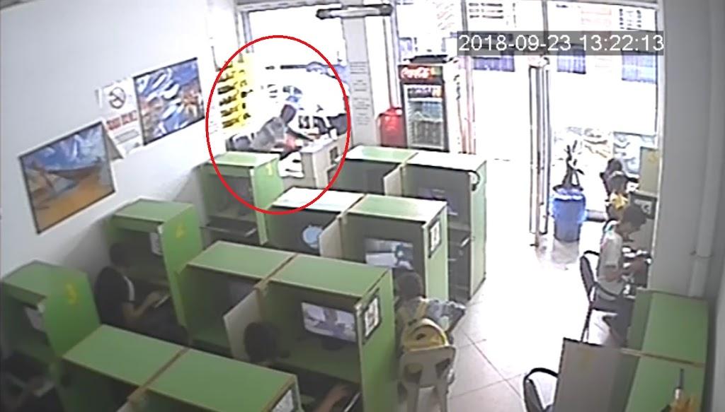 İnternet kafedeki hırsızlık kameralara yansıdı
