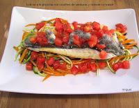 Lubina a la plancha con crudites de verduras y tomate concassé