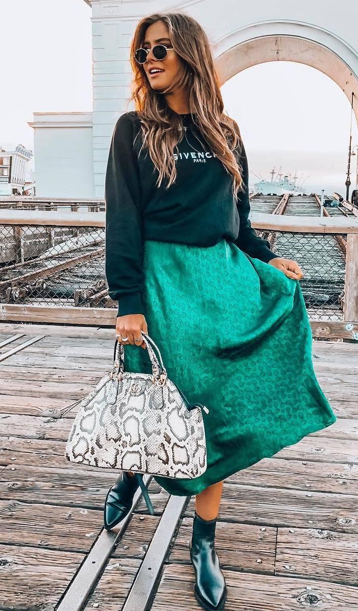 fall fashion trends_snake bag + boots + printed sweatshirt + green midi skirt