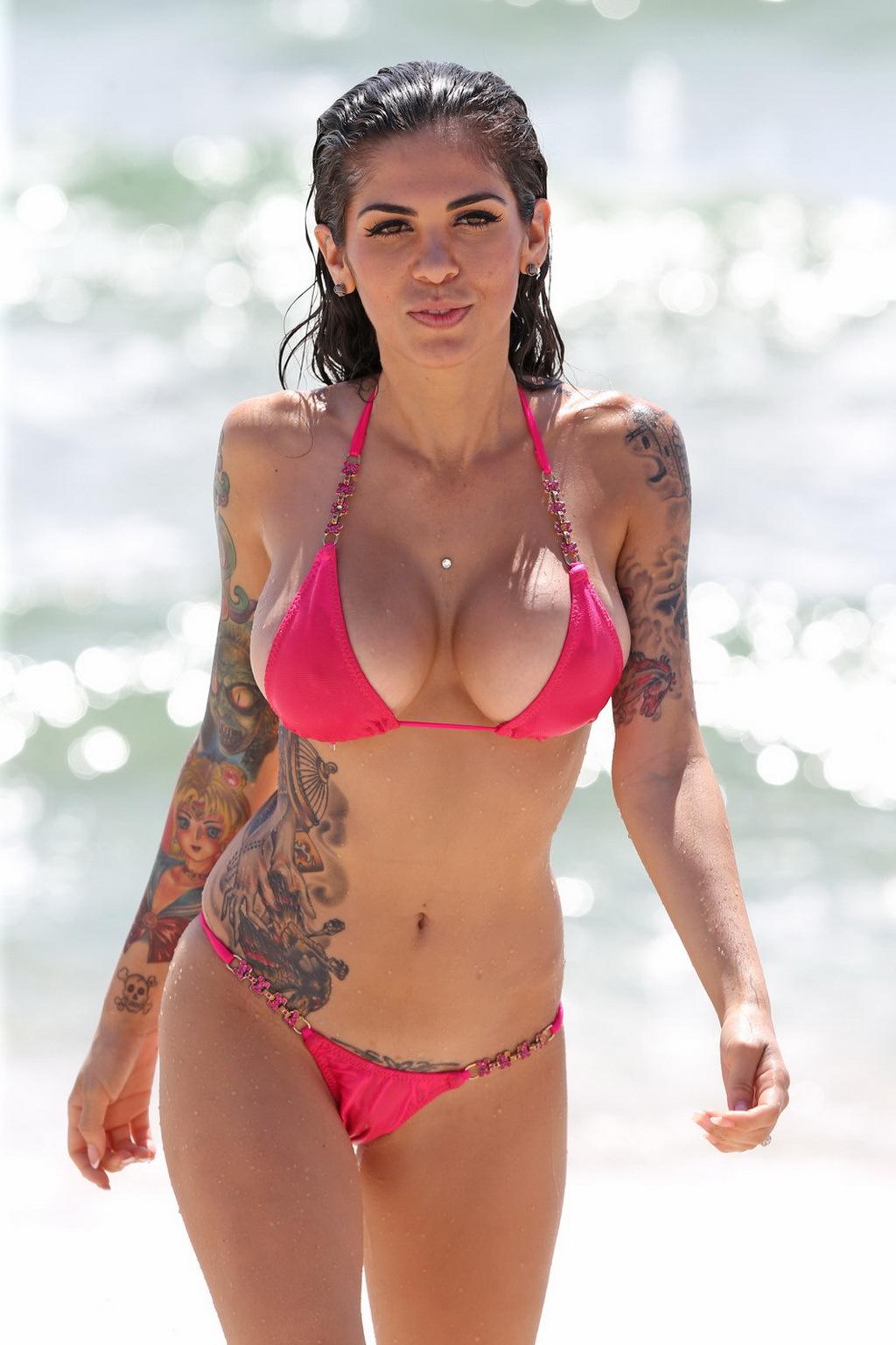 image Facebook chick brittney jones 2