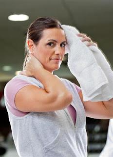 7 Cara Mudah Mengatasi Keringat Yang Berlebihan Untuk Wanita