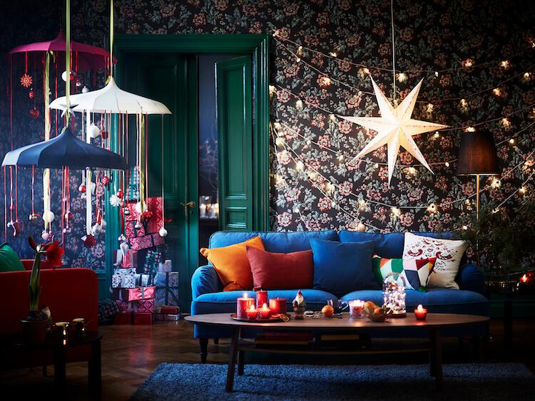 salón navideño, adornos, velas, guirnaldas, decoración navideña
