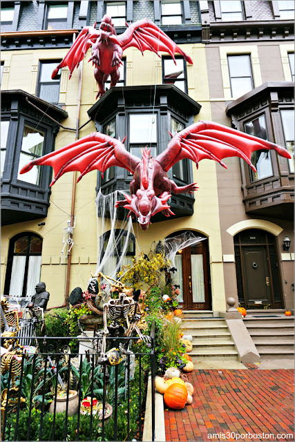 Decoraciones de Juego de Tronos por Halloween en Back Bay, Boston