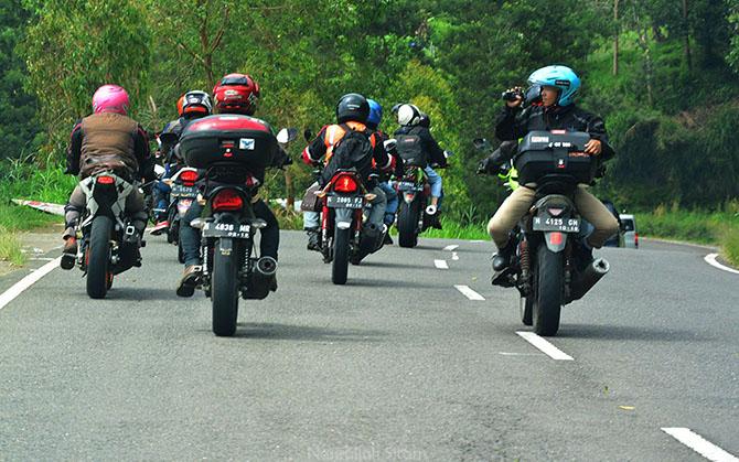 Salah satu komunitas motor sedang touring