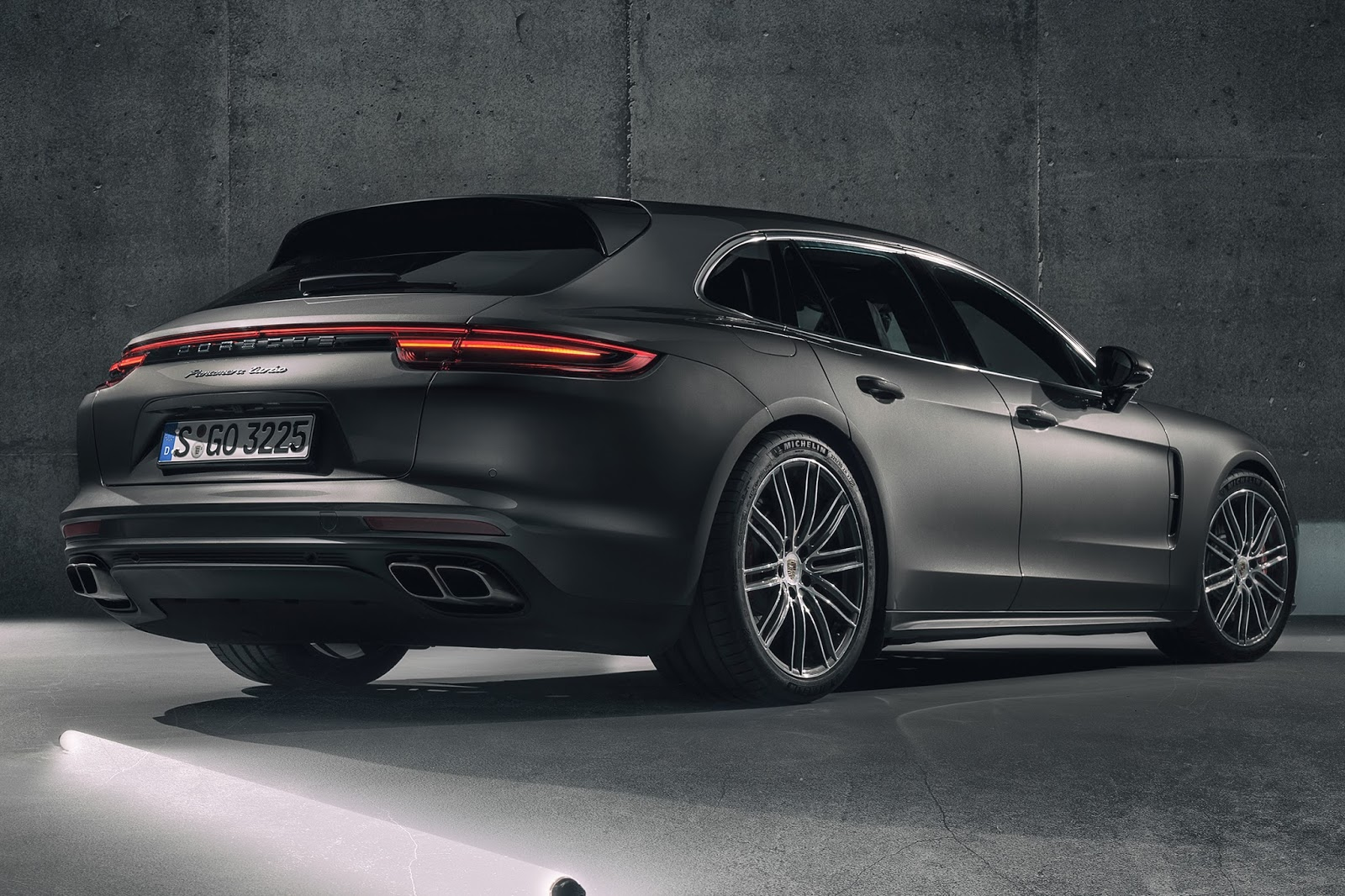 porsche panamera sport turismo is the finest of them all carscoops. Black Bedroom Furniture Sets. Home Design Ideas