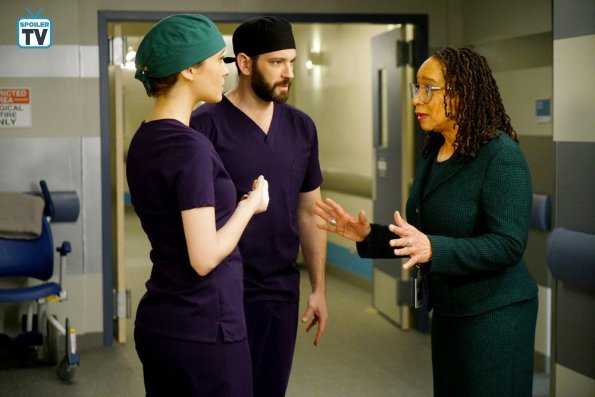 """NUP 185448 0198 595 Spoiler%2BTV%2BTransparent - Chicago Med (S04E13) """"Ghosts In the Attic"""" Episode Preview"""