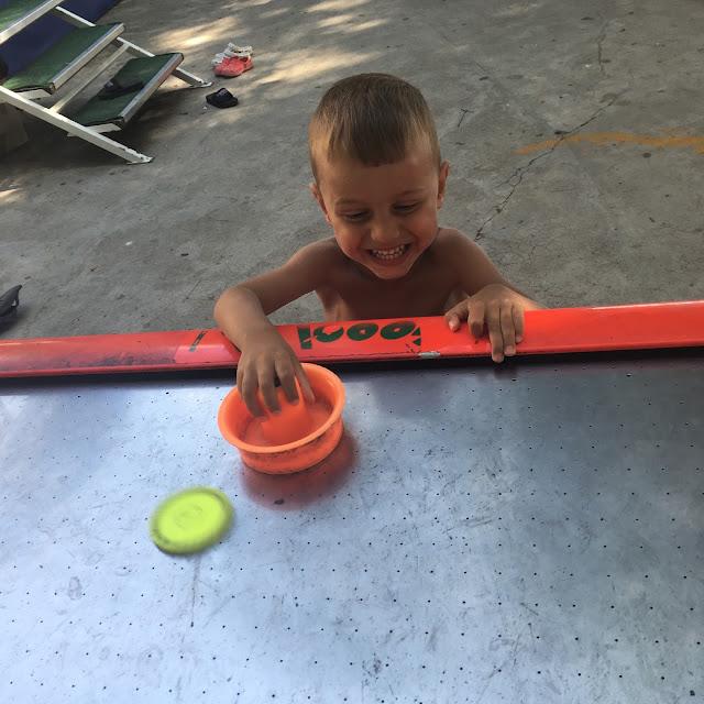 Chorvatsko v září, Baška Voda - hraní na páži s dětmi