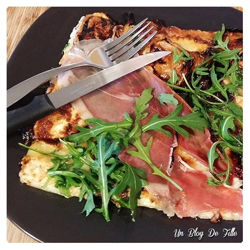 http://unblogdefille.blogspot.com/2015/02/recette-pizza-chevre-miel-serrano.html