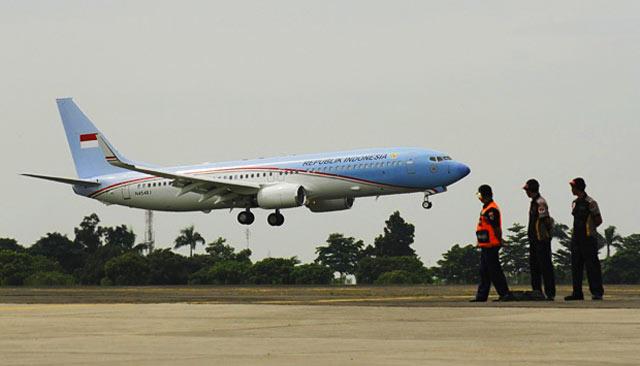 Meski dijadwalkan mendarat pukul 13.20 Wita di Bandara Syamsudin Noor Banjarmasin di Banjarbaru. Pesawat yang membawa Capres Nomor Urur 01, Joko Widodo belum juga mendarat meski waktu menunjukkan pukul 13.35 Wita, Rabu (27/3).