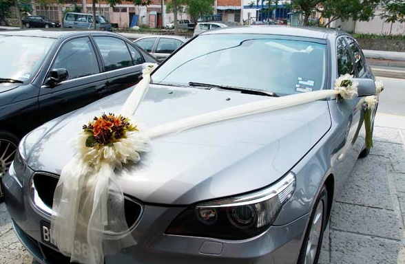 luxurious wedding car