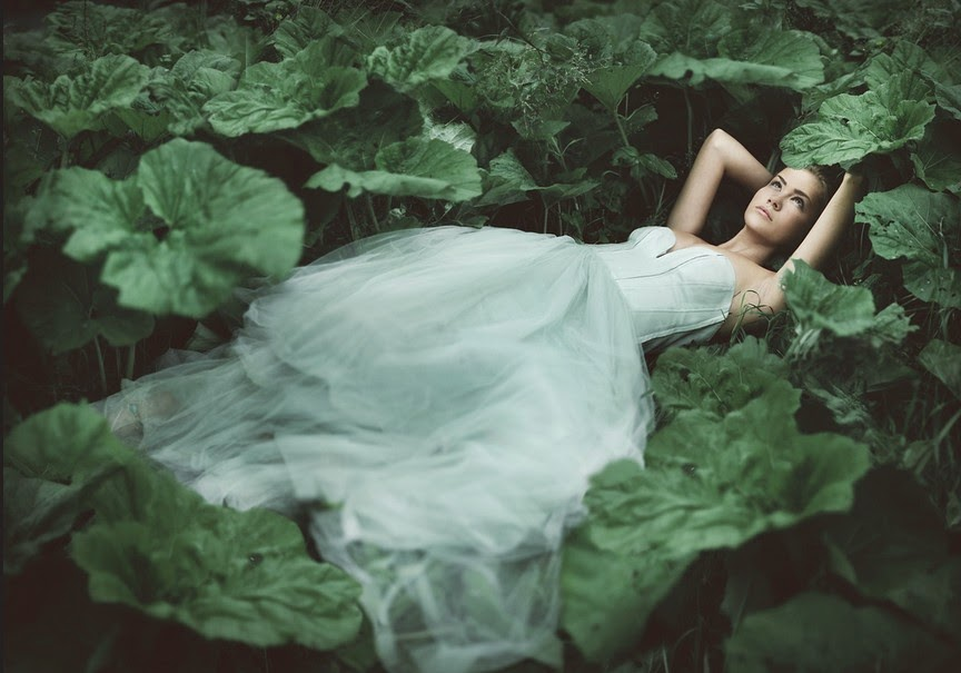 15-Rosie-Hardy-Dreamlike-Photography-out-of-Time-and-Space-www-designstack-co
