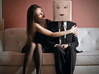 tanda-tanda wanita sedang jatuh cinta