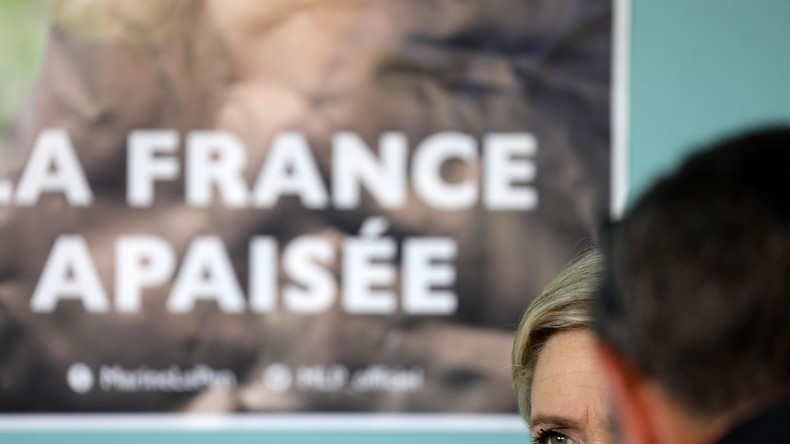 Un élu frontiste du Morbihan a été agressé alors collait des affiches de Marine Le Pen  (Photographie d'illustration)