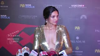 Deepika Padukone Promoting   Return of Xander Cage in India in Golde Gown 50 .xyz.jpg