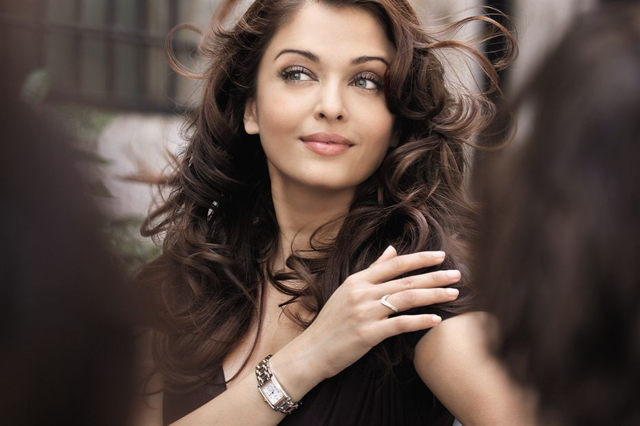 aishwarya in black dress