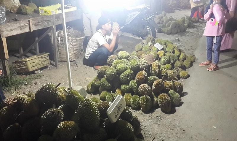 Musim Durian, Ini Harga Durian Per Buah di Sekadau