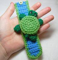 http://translate.googleusercontent.com/translate_c?depth=1&hl=es&rurl=translate.google.es&sl=en&tl=es&u=http://www.instructables.com/id/Crochet-a-Turtle-Cuff-Bracelet/&usg=ALkJrhjL8nawaPha0l2hKVCheFZaej6U6Q