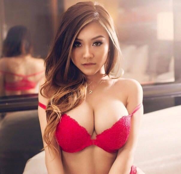 Sexy hot girls without bra