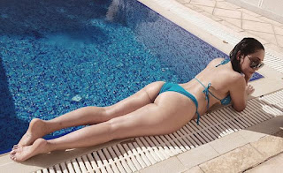 sofia hayat shares photos at bikini in instagram