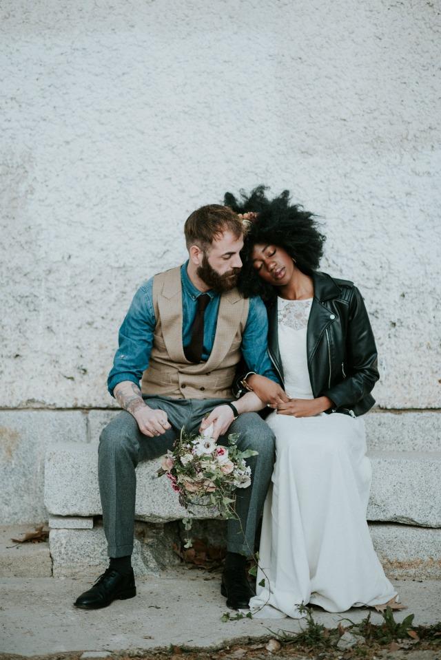 novia con chupa de cuero - Blog Mi Boda