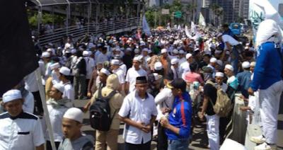 Massa FPI Lakukan long march