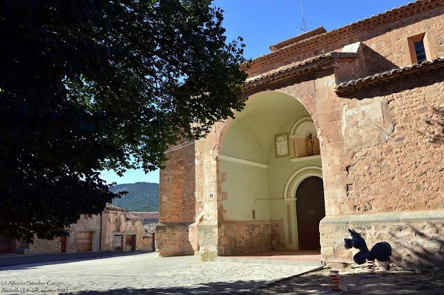 alobras-teruel-iglesia-parroquial-atrio-exterior