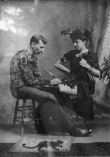 Gus Wagner tatuando