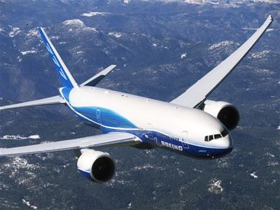 Pesawat mengudara di udara bebas
