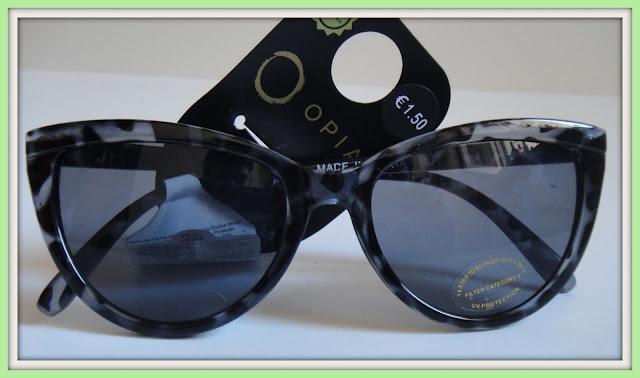 Se há coisa que adoro comprar na Primark são óculos de Sol e desta vez  trouxe dois. Uns pretos - 1.50€ a3a34606f0