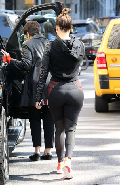 Jennifer Lopez in Black Leggings Shopping in New York City